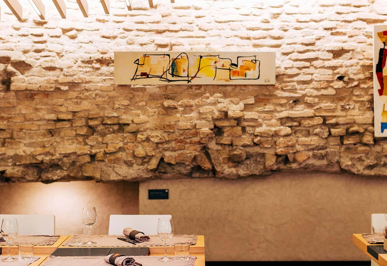 Muro romano reperto archeologico in sala - Bistrot Gellius Oderzo